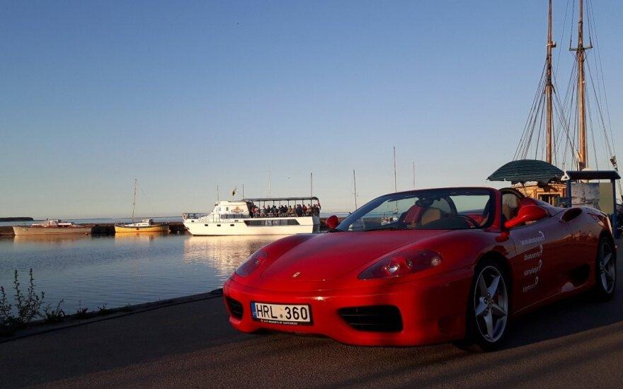 """Siūlo Nidoje pasivažinėti """"Ferrari 360 Spider"""""""