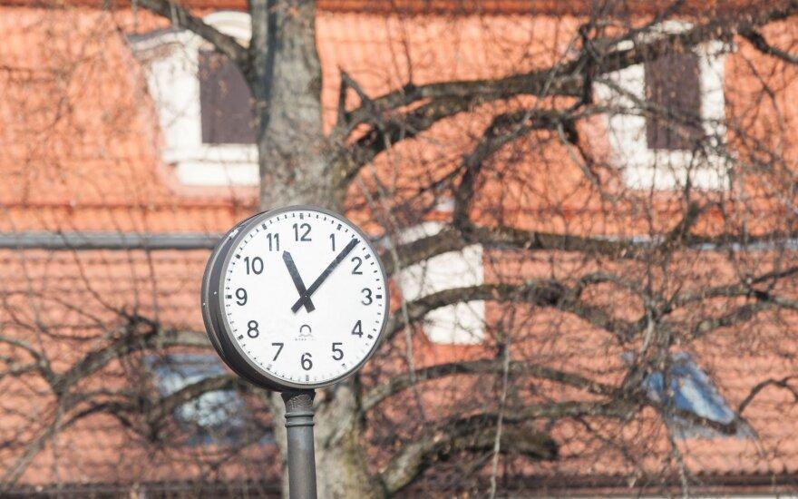 Nepamirškite: netrukus suksime laikrodžius