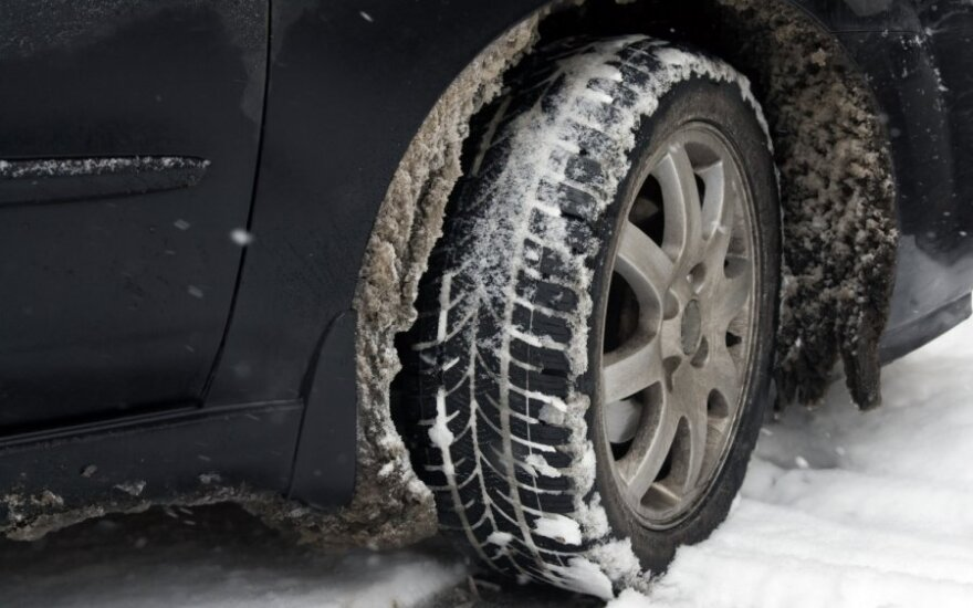Važiavimas žiemą, padanga, slidu, ratas
