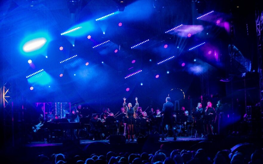 Jazzu performing with an orchestra at the Garden festival