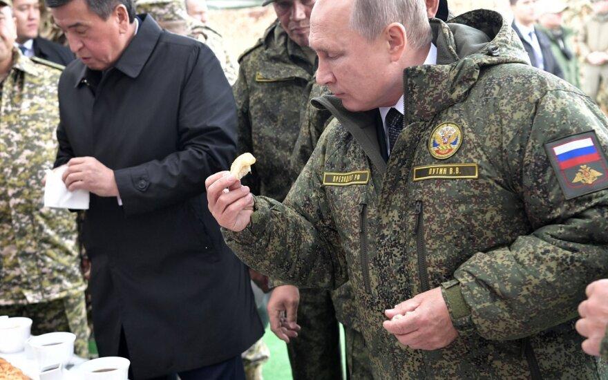 Putinas stebėjo didžiausias šiais metais savo šalies karines pratybas
