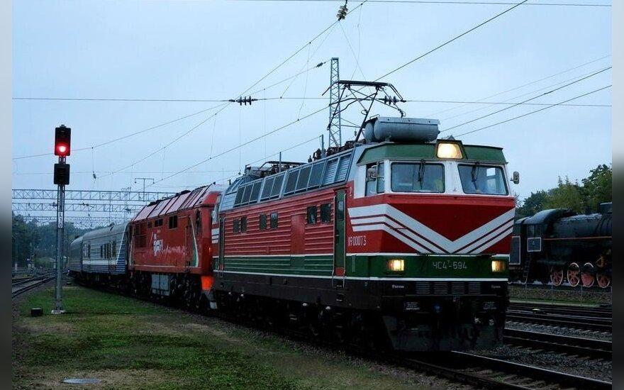 Iš Minsko į Lietuvą atvažiavo pirmasis elektrinis keleivinis traukinys