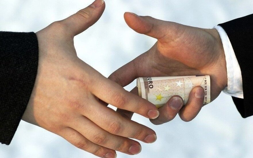 Lithuania posts modest results in combatting foreign bribery, but is on right track