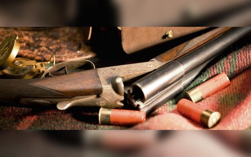 Pasvalio rajone ilgapirščiai pasisavino du medžioklinius šautuvus ir fotoaparatą