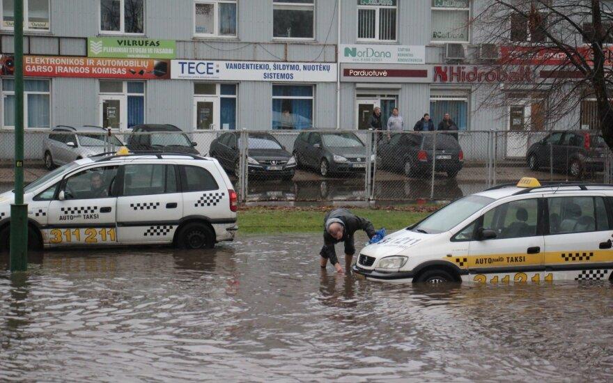 Potvynis Klaipėdoje: nuostolius skaičiuoja dešimtimis tūkstančių