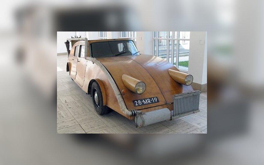 Medinis automobilis