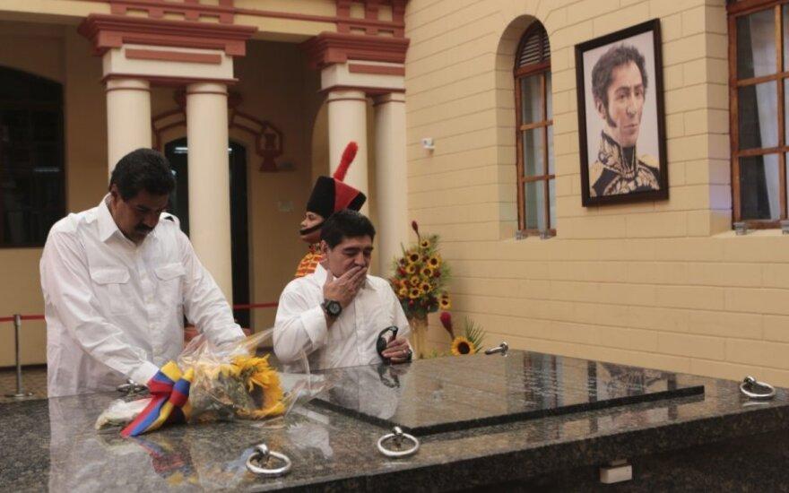 Argentinos futbolininkas Maradona aplankė Venesuelos prezidento kapą