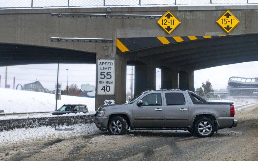 Perspėjimai amerikiečiams: eismo sąlygos bus nuo labai sudėtingų iki neįmanomų