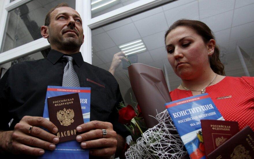 Rusija išdavė pirmuosius pasus ukrainiečiams iš separatistų kontroliuojamo Donbaso regiono
