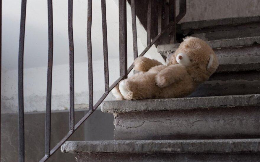 Girta motina septymetę dukrytę sumušė taip, kad mažylė paguldyta į ligoninę