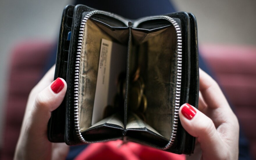 Mokestis, kuris tave susiranda visur: kaip atidėti skolos mokėjimą?