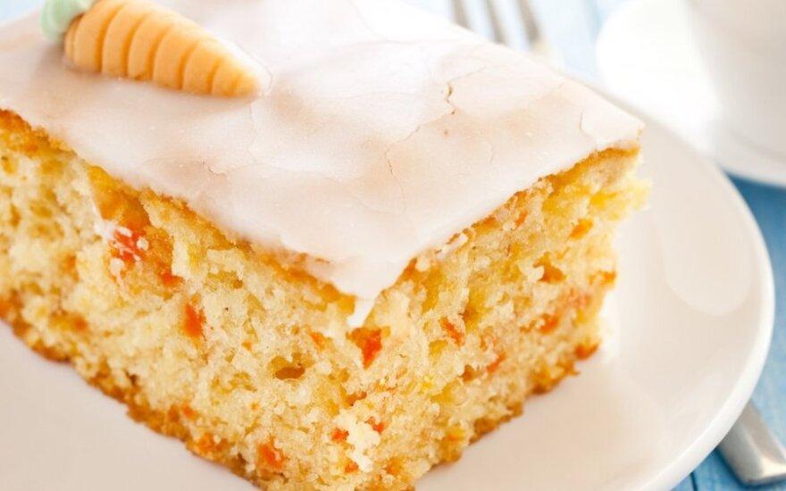 Morkų pyragas su citrininiu glajumi