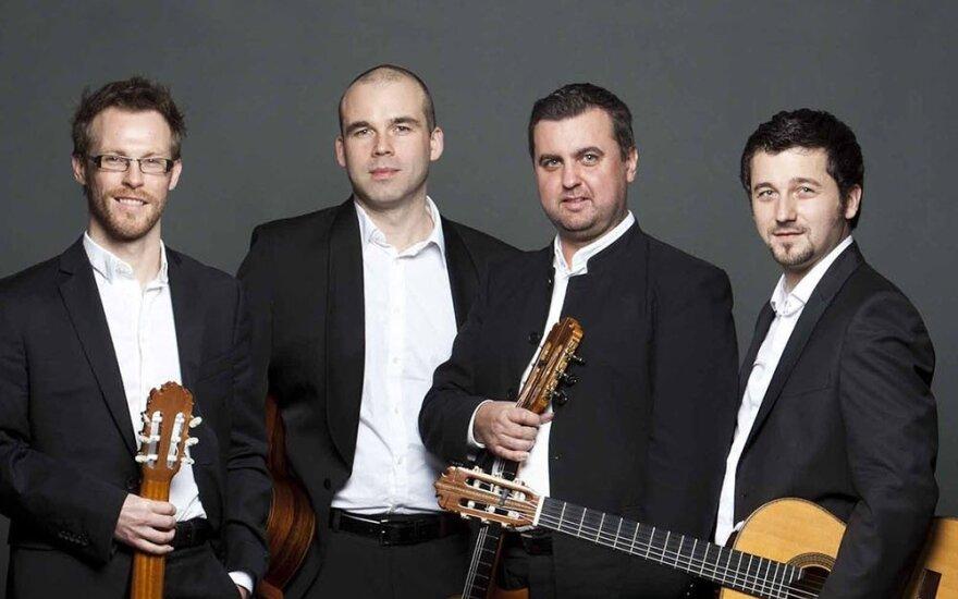 Baltijos gitarų kvartetas koncertuos su orkestru