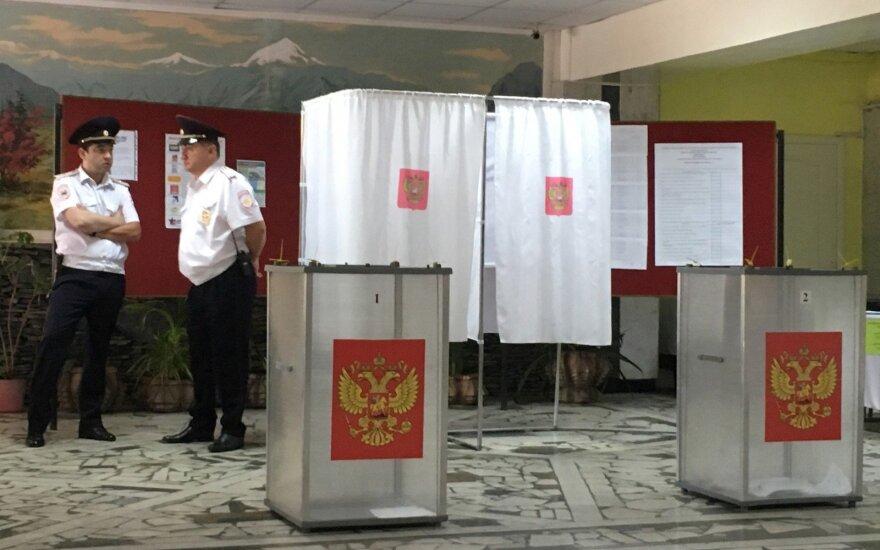 """Rusijos opozicija piktinasi """"suklastotais"""" rinkimų rezultatais Tolimuosiuose Rytuose"""