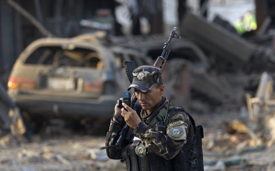 """Atsakomybę už dvigubą sprogdinimą Kabule prisiėmė """"Islamo valstybė"""""""
