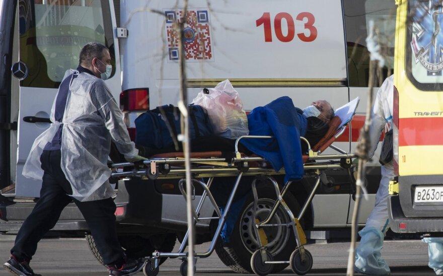 Rusijoje maždaug 4 tūkst. COVID-19 pacientų būklė yra sunki