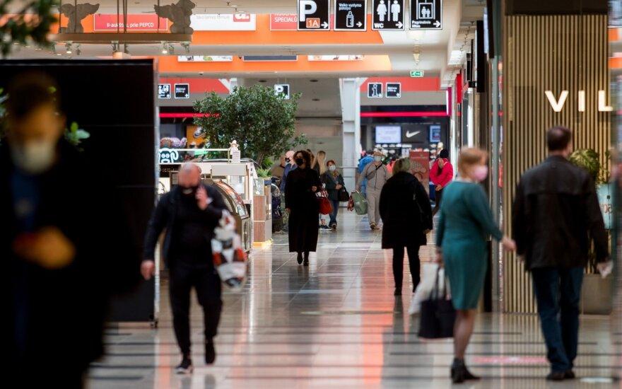 Ekonomistas: lietuvių srautas į maisto parduotuves gegužės pradžioje buvo didžiausias per visus šiuos metus