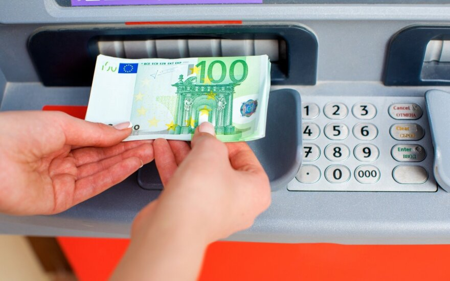 Priminimas bankų klientams: pinigų nebus galima pervesti keturias dienas