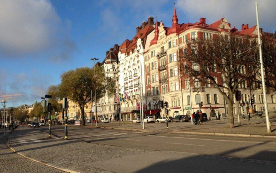 Švedijos sostinėje padegta dešimtys automobilių
