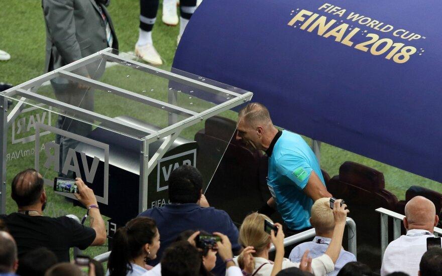 Nestoras Pitana panaudojo VAR peržiūrą ir pasaulio čempionato finale