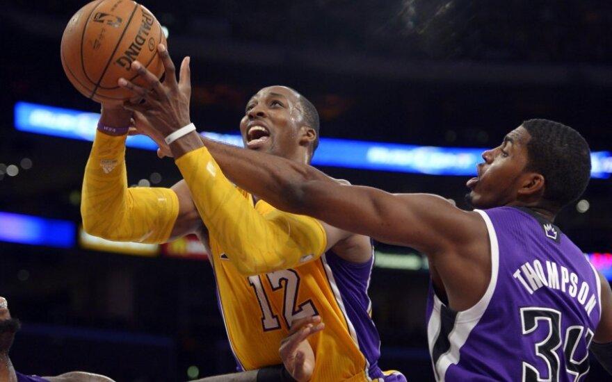 """Dwighto Howardo debiutas """"Lakers"""" gretose pažymėtas pralaimėjimu"""