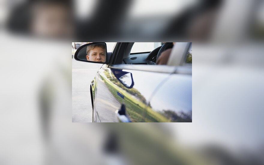 Britanijoje statant automobilį įvyksta 700 tūkst. avarijų
