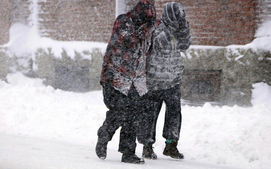 Žiemos išvargintus JAV šiaurės rytus užklupo dar viena audra: iškrito 63,5 cm sniego