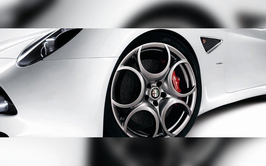 """""""Alfa Romeo"""" planuose – """"įperkamas"""" kupė už 40 tūkst. eurų"""