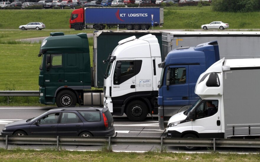 Lithuanian truck drivers protest new law in France
