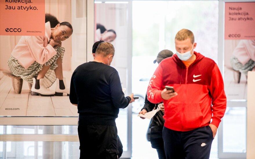 Epidemiologai atsakė, ar naudojantis paslaugomis su galimybių pasu dėvėti kaukes
