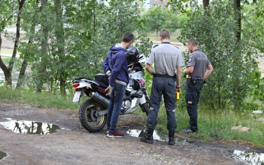 Vilniuje motociklas užvirto ant pėsčiosios, ji išvežta į ligoninę