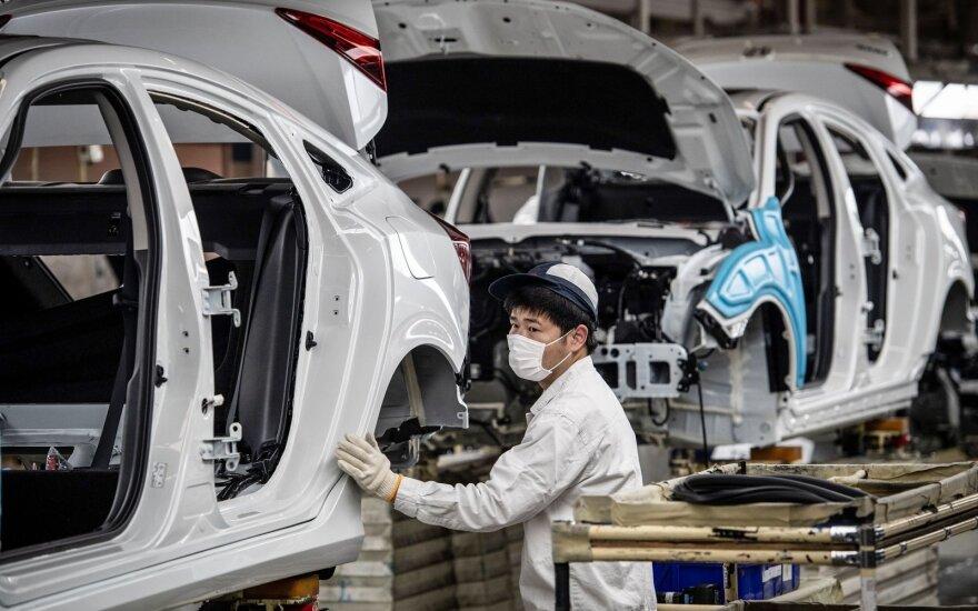 Antroji viruso sukrėtimo banga kerta Kinijos gamykloms