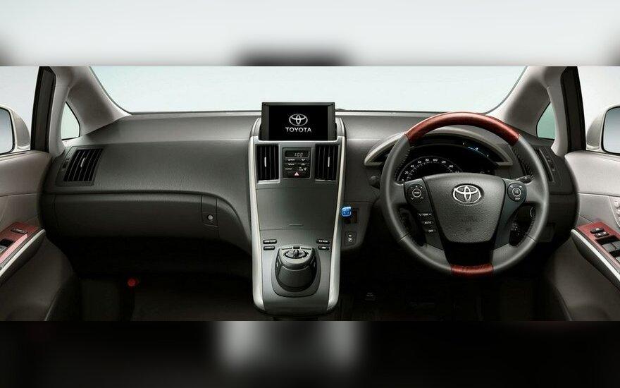Neleis registruoti automobilių su vairu dešinėje pusėje