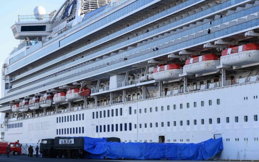 Japonijoje kruiziniame laive koronavirusu užsikrėtusių žmonių skaičius padidėjo iki 174