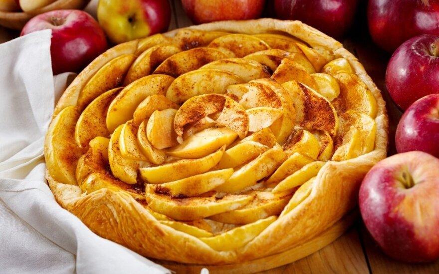 """Obuolių pyragas """"Roželė"""""""