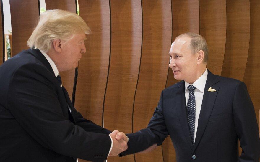 Baltieji rūmai ieško, kas nutekino informaciją apie Trumpo sveikinimą Putinui