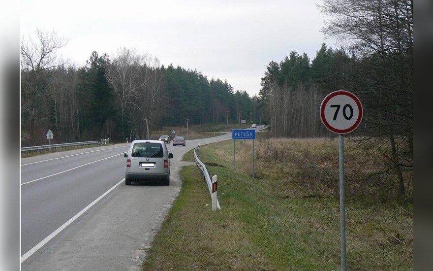 Skiriamaisiais ženklais nepažymėtas policijos automobilis