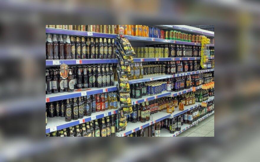 Seimas leido alkoholiu prekiauti iki vidurnakčio