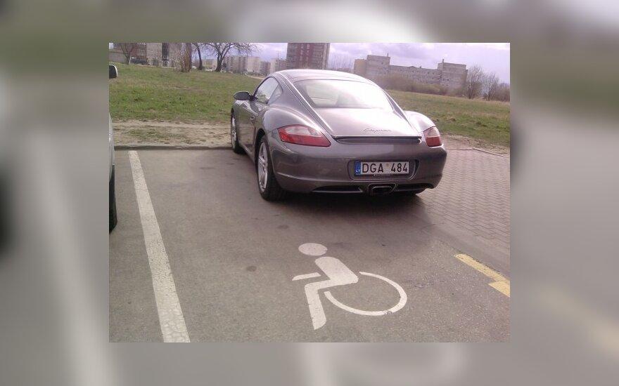 """Panevėžyje, Klaipėdos g., prie PC """"Maxima"""". 2010-04-22, 16.08 val."""