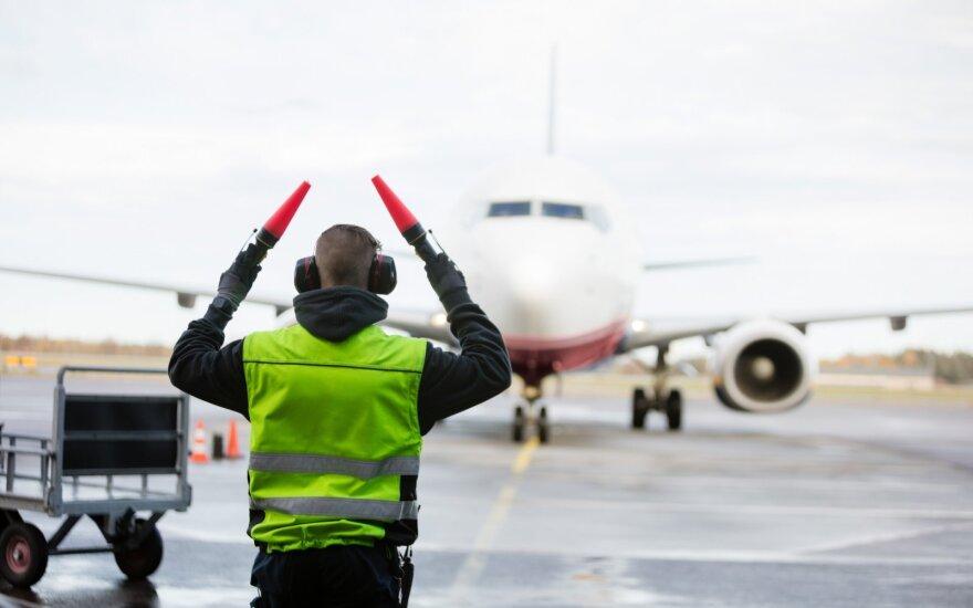 Įdomūs faktai: ką lėktuvais siunčia lietuviai ir kada danguje daugiausiai orlaivių?