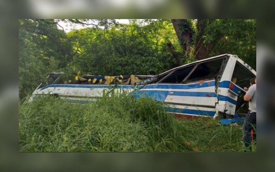 Venesueloje sudužus autobusui žuvo mažiausiai 18 žmonių