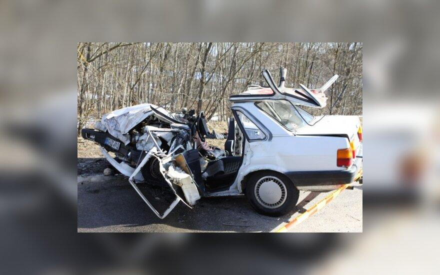 Moterys dažniau kaltos dėl avarijos, bet vyrų padaryta žala – didesnė