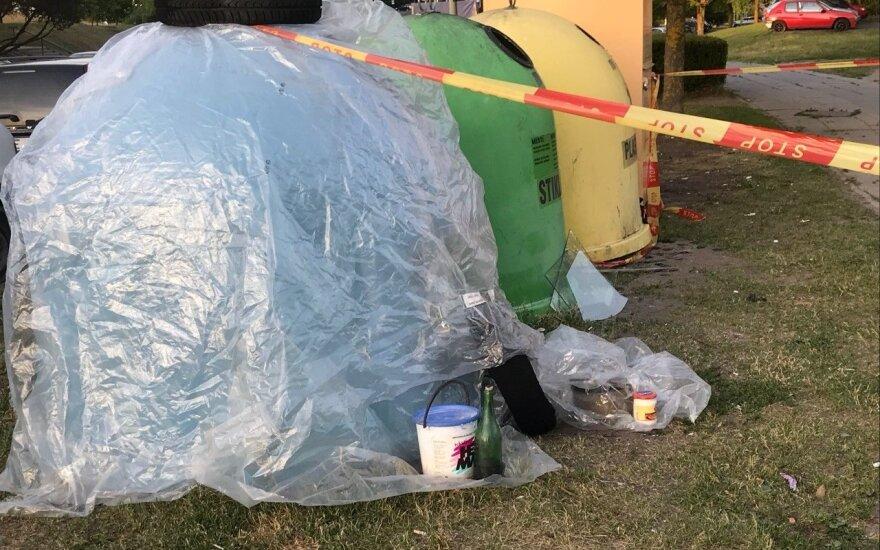 Viršuliškių mikrorajone prie konteinerių palikta įtartina cheminė medžiaga sužalojo vyrą