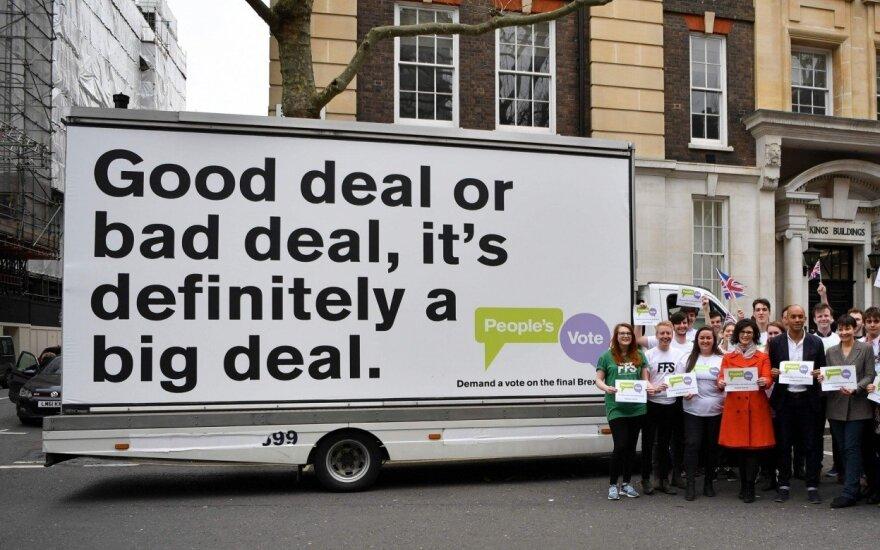 """Britanijoje – naujas bandymas surengti referendumą dėl galutinio """"Brexit"""" susitarimo"""