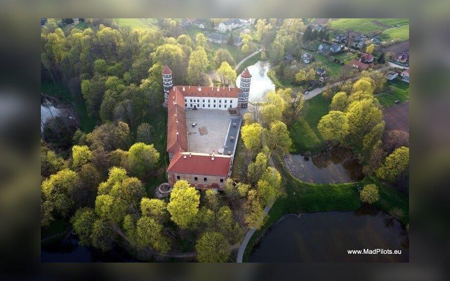 Panemunės pilis skaičiuojantis 400 metų istoriją vėl lankoma turistų (www.madpilots.lt nuotr.)