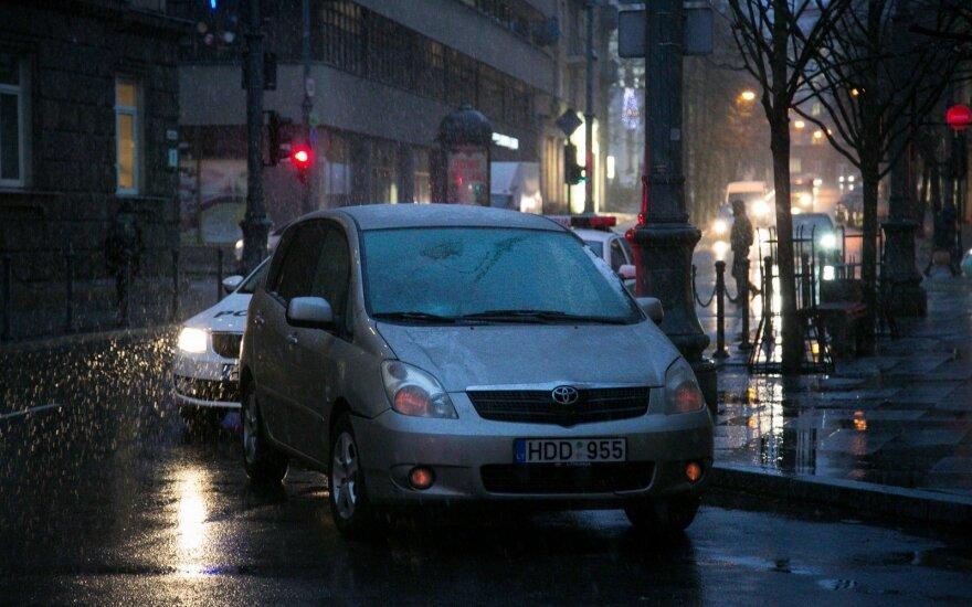 Vilniuje partrenkta garbaus amžiaus moteris, vairuotojas neblaivus