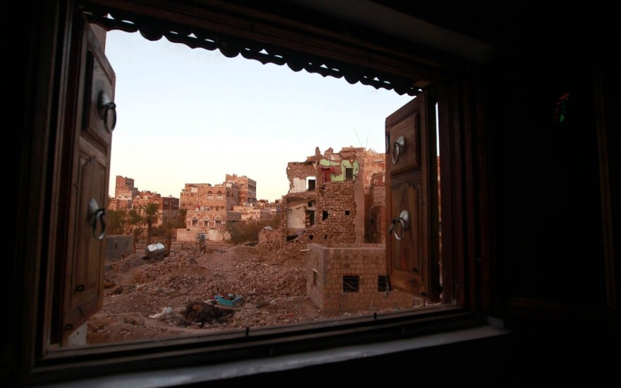Oro antskrydžiams smogus vienam Jemeno kalėjimui, žuvo kelios dešimtys žmonių