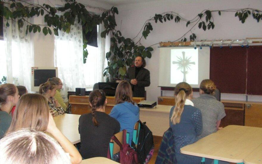 Šepetos A.Adamkienės pagrindinės mokyklos mokiniai susipažino su tautodaile