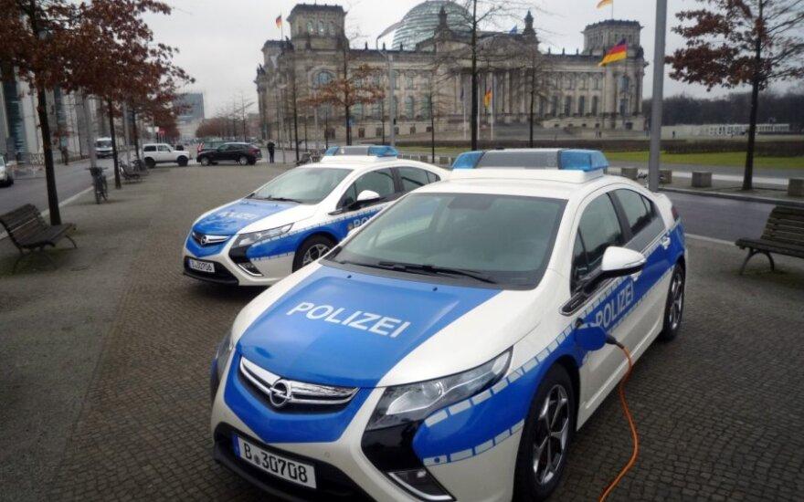 Ekologiški Berlyno policijos Opel Ampera automobiliai