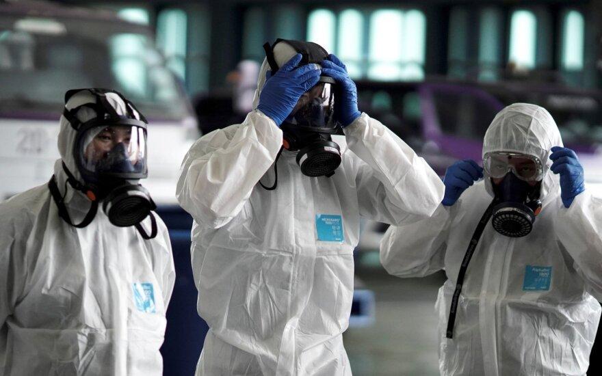 Kinijoje užsikrėtusius koronavirusu gydys 1400 ginkluotųjų pajėgų medikų